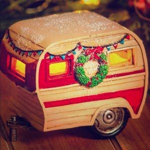 Light up Christmas camper